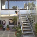 Balkone mit Treppen
