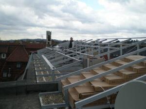Feuerverzinkte Stahl-Unterkonstruktion zur Aufnahme der Solarmodule.
